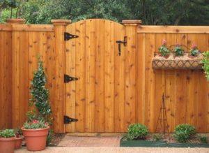 desain pintu pagar yang cocok untuk rumah kayu minimalis modern
